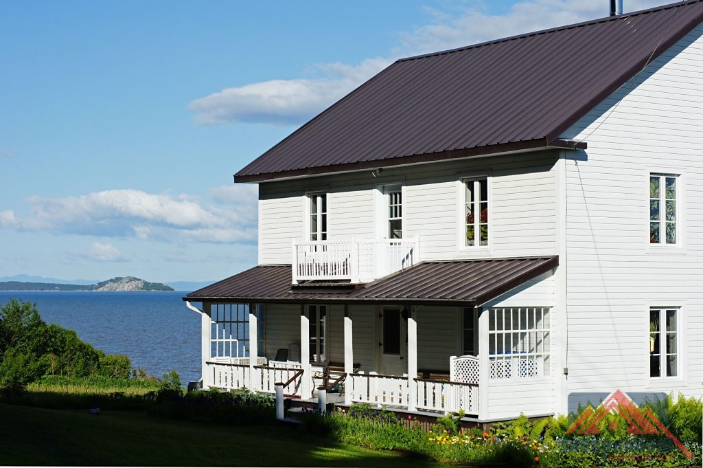 Country Home With Siding